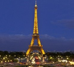 Le rooftop a une vue imprenable sur la Tour Eiffel